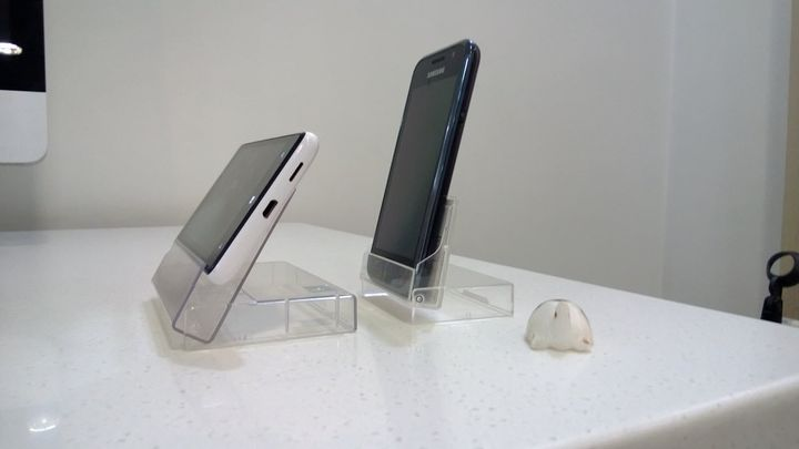 Mobile Phone Dock - Side